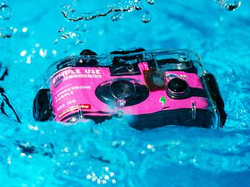 Lomography Simple Use 即可拍全新潛水殼版,準備迎接夏日!