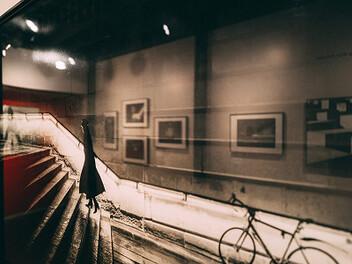 城市黑白光影 定格人生情緒百態 | Alan Schaller《Metropolis 大都會》攝影特展
