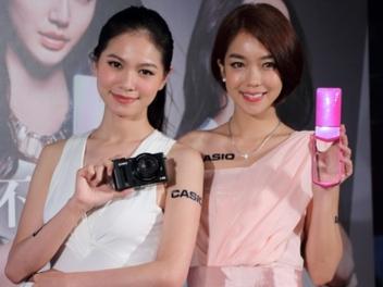 新一代 自拍 神器 Casio TR-35 、 高階 大光圈 隨身機 EX-100 玩美登場