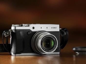 Fujifilm X30 復古隨身機發表:新增Wi-Fi、採用電子觀景窗、1cm超近距離拍攝