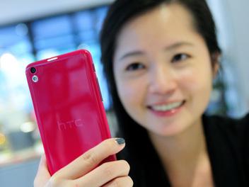 萬元自拍神器卡位戰: HTC Desire 816 、 Sony Xperia C3 、 InFocus M810 自拍評比