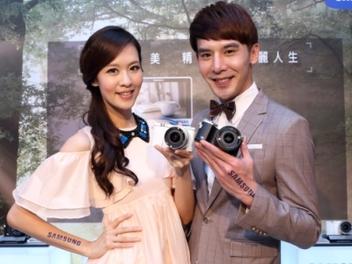 Samsung NX500、NX3300在台發表,都會男女的影像紀錄新選擇