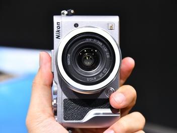 Nikon DL 三兄弟展場動手玩:比想像中更輕巧的一吋感光元件隨身機