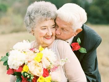 執子之手,孫女掌鏡為祖父母拍攝63周年結婚紀念照
