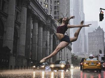 喧囂中的優雅沉靜,繁華不夜城的街頭芭蕾攝影