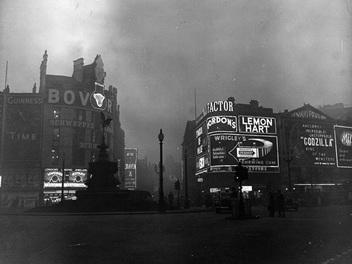 霧鎖倫敦,透過黑白照片展現上世紀的「霧霾」之城