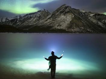 『攝影師』Paul Zizka:極地夜空下的壯麗洛磯山風光