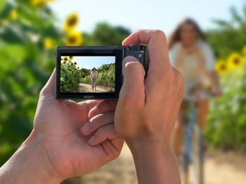 世界最快 24fps 連拍,最速隨身機 Sony RX100 V 上市,售價 31,980 元