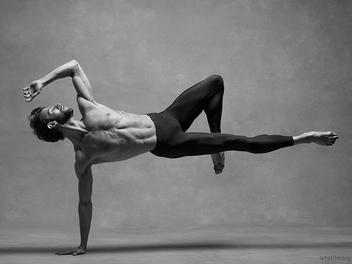 用多少次千錘百鍊來達成一瞬之美,你真的知道什麼是一位「舞者」嗎?