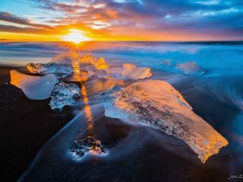 這個「生如夏花」的迷幻之地 ─ 冰島