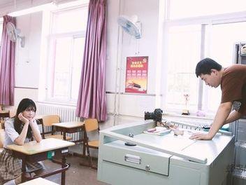 一張照片拍到這麼多學生妹,他是怎麼做到的?