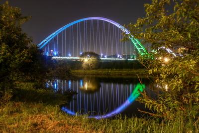 新月橋倒影