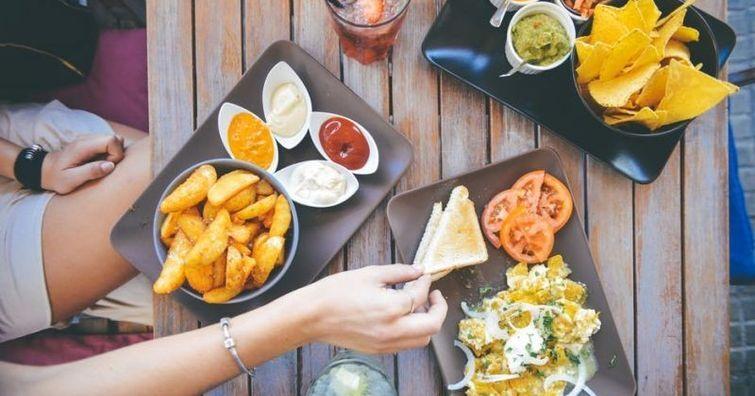 想要在朋友圈里活得好,你得學會這樣拍美食