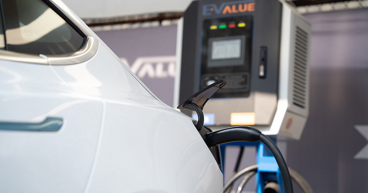 【戶外生活】華碩、華城電能共同打造AI車牌辨識DC直流充電站